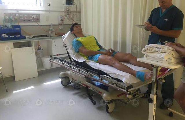 骨折11天孙杨被逼下水训练 单腿划水进28秒