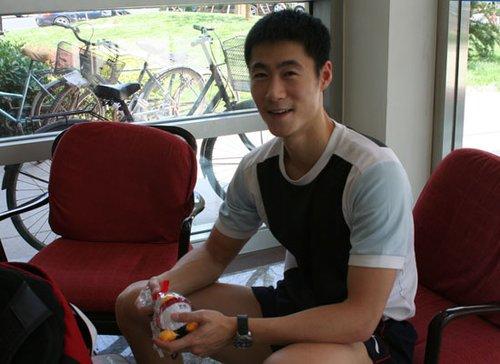 王励勤:看世博园展区很亲切 欢迎到上海做客