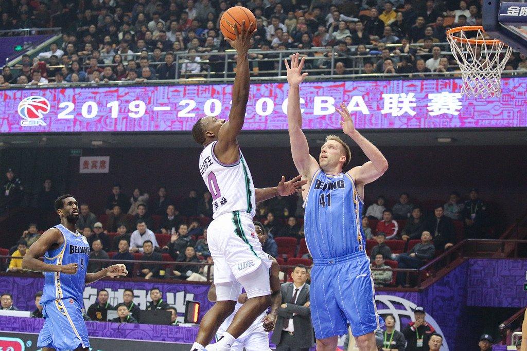 北京男篮客场憾负山东