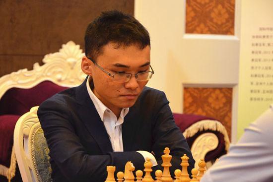 国象棋手余泱漪出征世锦赛 14岁成特级大师