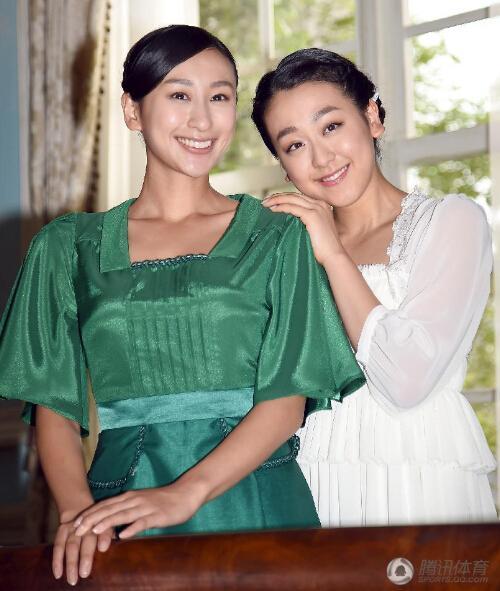 浅田真央(右)与姐姐浅田舞合影