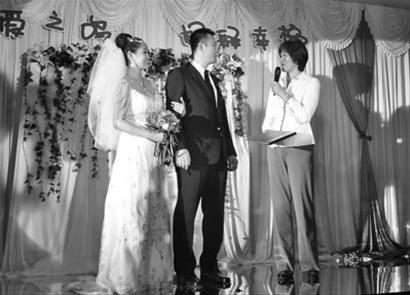 郎平参加李铁鸣婚礼任证婚人 汪嘉伟到场祝贺(图)