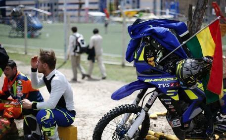 达喀尔拉力赛抵达世界最高首都 民众热情欢迎