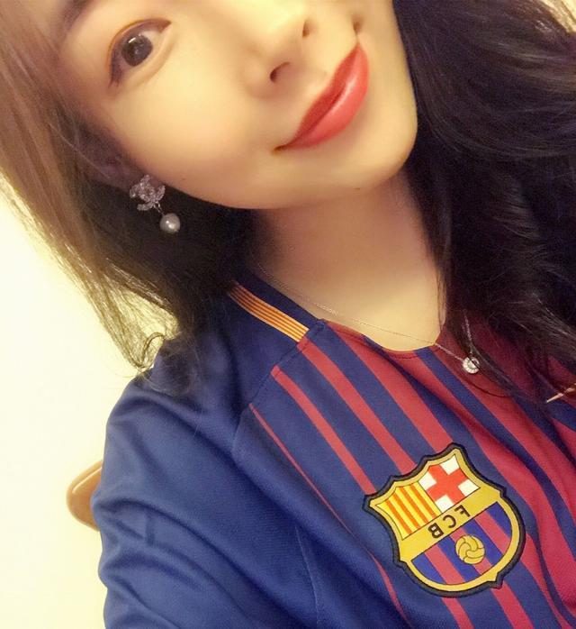 球迷说-美女最爱梅西心属红蓝 最怀念双冠赛季