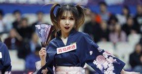 高清:上海篮球宝贝助阵生死战 大秀和风扇舞