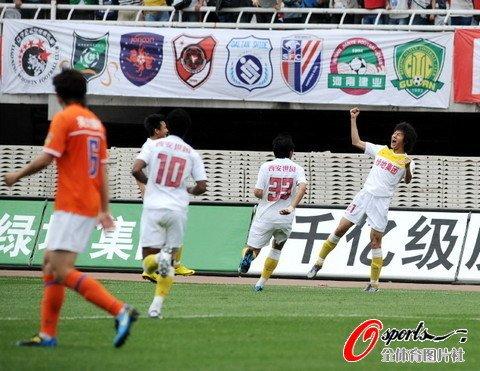 陕西1-0送山东赛季首败 于海小角度头槌建功