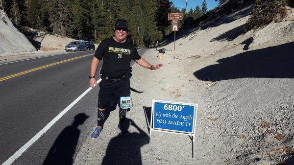 """妻子离世前嘱托""""你要运动"""" 他用65场马拉松实现"""