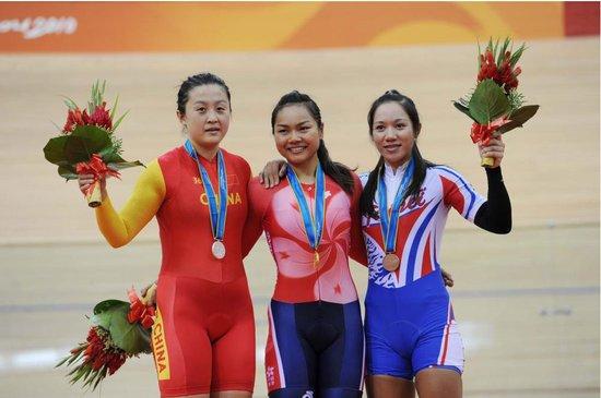 女子场地自行车中国香港选手摘金 郭爽居亚军