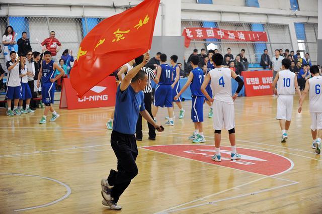 初高中篮球联赛温情十足 球员场外获有力支持