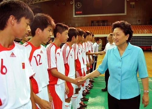刘延东:大力发展校园足球 培养更多专职教练