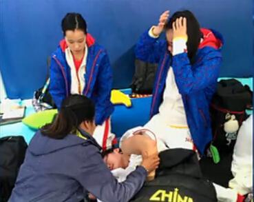 叶诗文赛后瘫倒在地引骚动 队医:胃痉挛发作