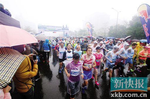 清远马拉松雨中进行 孙英杰:没想到跑这么好