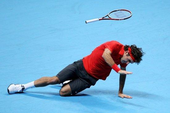 费德勒惊险摔倒险受伤 拒绝重演05年澳网悲剧