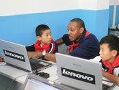 马绍尔教学生电脑操作