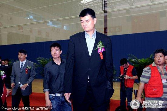 信兰成:授予姚明男篮终身队员 他的精神永存