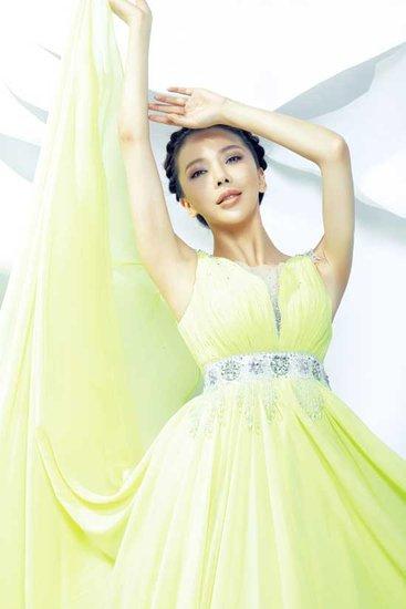 美女歌手艾莉莎:动荡的一周 巴萨防平(组图)