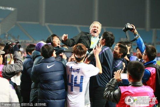 阿里汉避谈离职传言 直言中国足球环境在变好