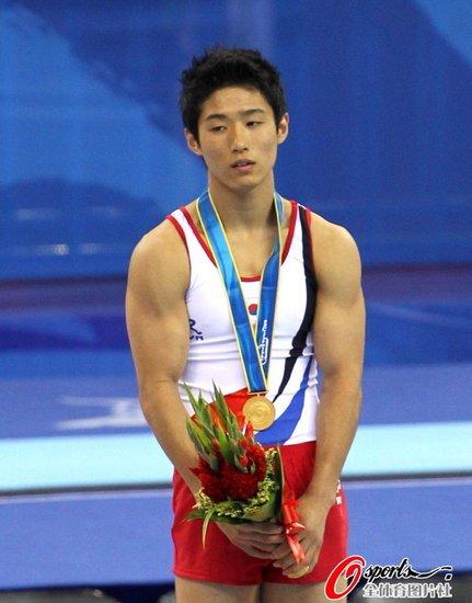 男子跳马韩国选手摘金 冯喆银牌张成龙第六