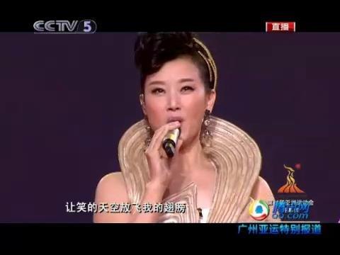 视频:运动员火炬下起舞 宋祖英高歌《微笑》