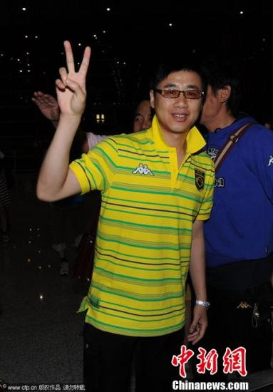 家属征集陶伟踢球照片 黄健翔马明宇将到场送别