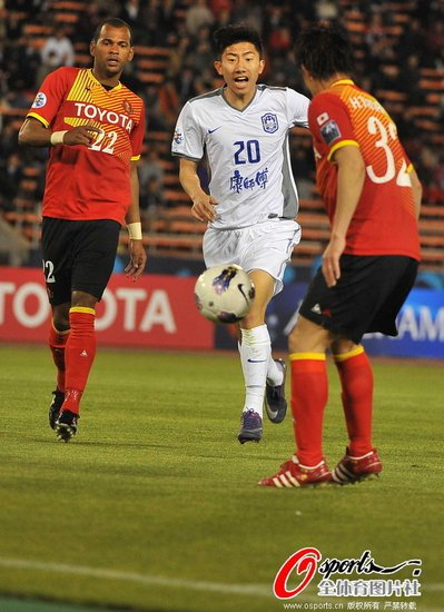天津客场0-0名古屋 阿尔斯中柱对方踢飞点球