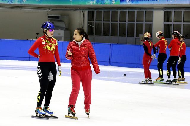 周洋伤愈归队渴望金牌 短道速滑队剑指平昌!