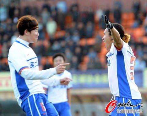 山东客场1-1险平南昌加冕第四冠 提前2轮问鼎