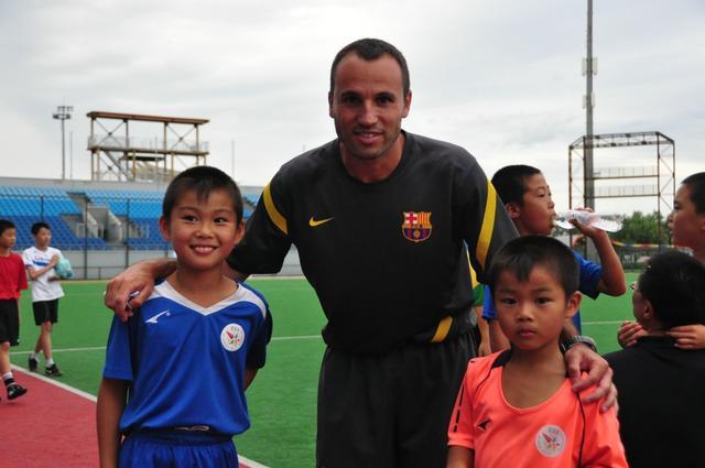 【看台】巴萨+米卢!中国草根青训的足球梦