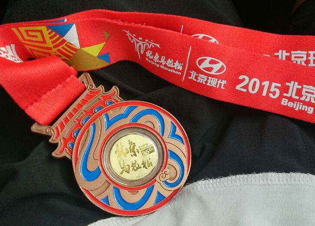 2016北马完赛奖牌仍镶金 设计微调延续中国风
