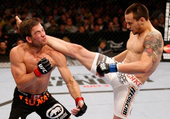 UFC161综述:埃文斯险胜亨德森 享久违胜利