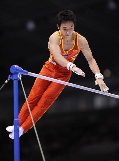 单杠决赛成饕餮盛宴 中国双雄挑战难度极限
