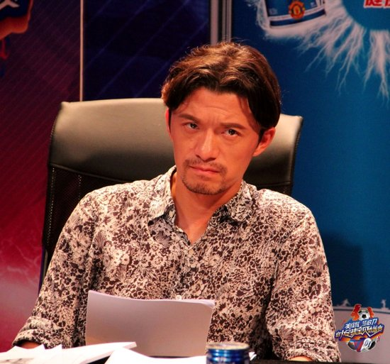 谢晖担任足球宝贝选拔赛评委 犀利点评遭怒斥