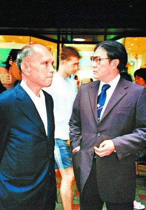 霍震霆:父亲曾捐助北京亚运 中国入场时流泪