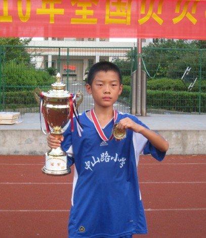 校园足球希望之星—武汉市中山路小学罗石鹏