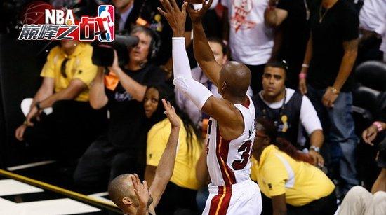 NBA巅峰战之热火 阿伦神奇3分护驾翻盘马刺