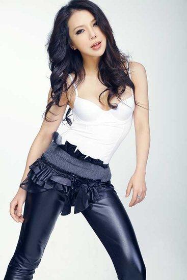 美女歌手艾莉莎:春来到 罗马德比难胜(组图)