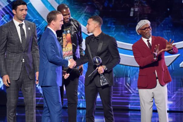 勇士榮獲ESPY最佳團隊獎  三年兩冠彰顯統治力(影)-Haters-黑特籃球NBA新聞影音圖片分享社區