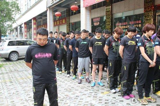 国乒致哀遇难同胞 刘国梁:力所能及支援灾区