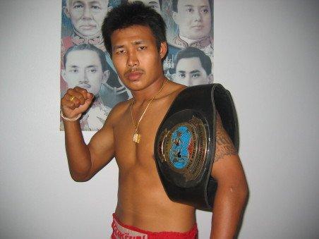 泰拳王中国赛将开战 名将宫泽自曝打黑拳出道