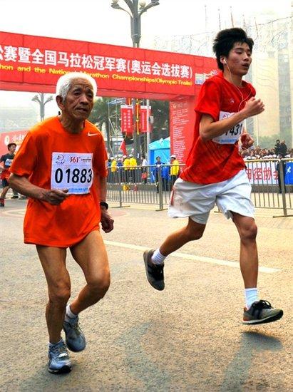 2013年重庆国际马拉松赛报名工作上周五结束,三万人参赛名高清图片