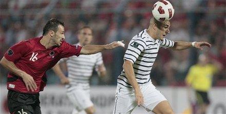 欧预赛-法国队客场2-1 本泽马传射铁腰处子球