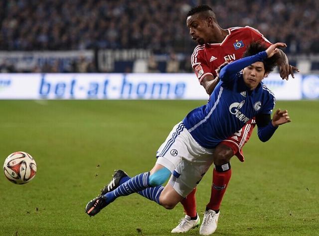 德甲综述-沙尔克闷平汉堡 奥堡2-1逆转胜门兴