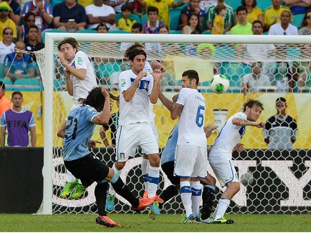 进球视频:卡瓦尼重炮任意球破门 布冯鞭长莫及截图