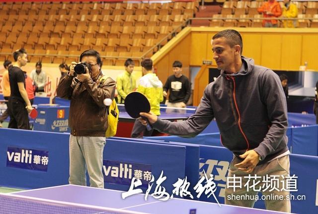 卡希尔曝世界杯打乒乓切磋放松冠军完爆高迪v冠军举起技艺多重图片
