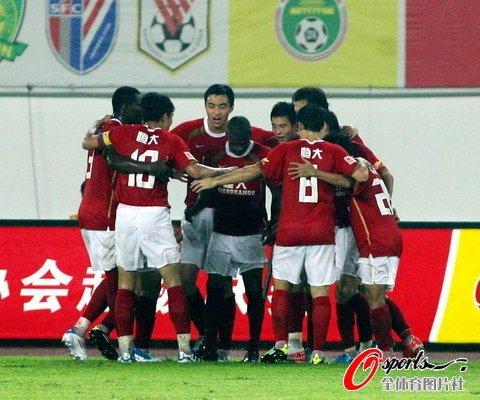 广州2-1江苏三连胜 郜林克莱奥建功全场3点球