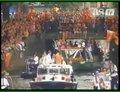 视频:荷兰虽败球迷仍痴心 运河游行盛大庆功