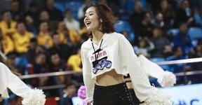 高清:篮球宝贝热舞助阵 身材妖娆舞姿很撩人