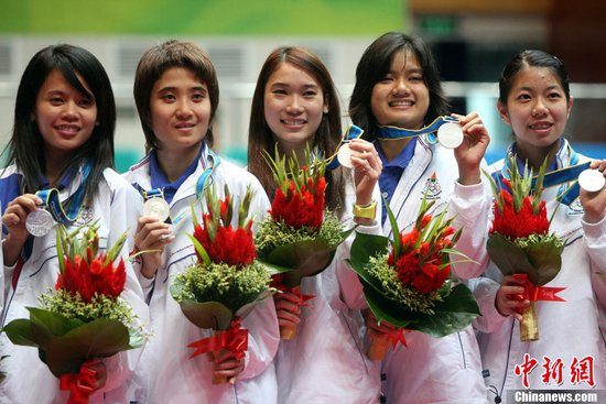 图文:泰国队获得羽毛球女子团体亚军