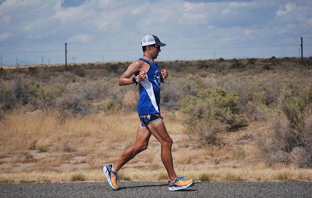 28岁小伙欲创跑步横穿美国纪录 日跑110公里