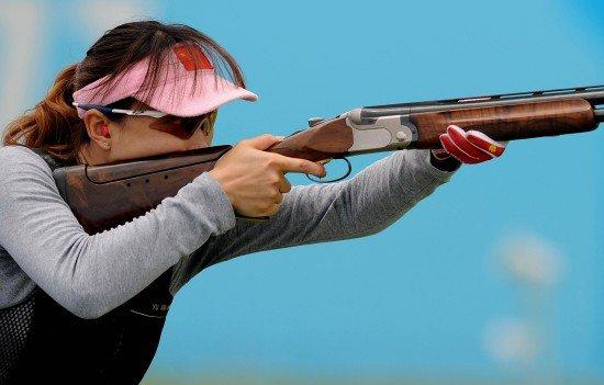 射击女子飞碟双向团体赛 於秀敏领衔中国摘金
